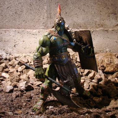 Фигурка Халк с щитом и топором 25 см Marvel Select Disney Store
